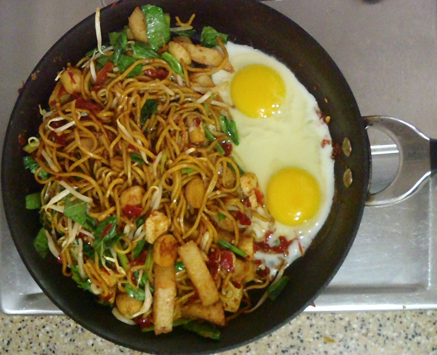 Separate the noodle with the egg