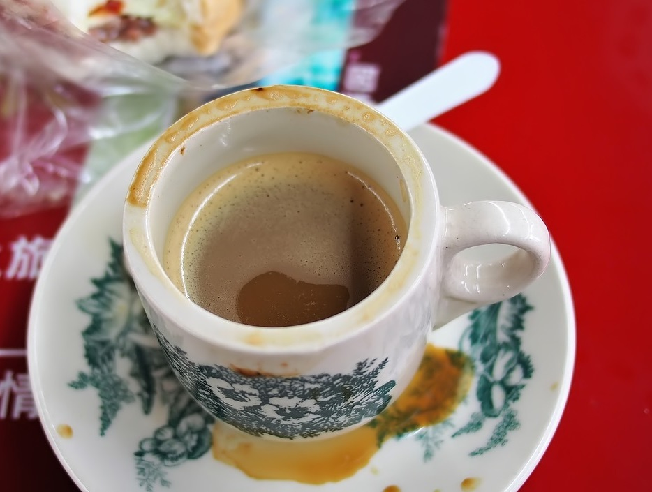 Coffee using old kopitiam cup and saucer