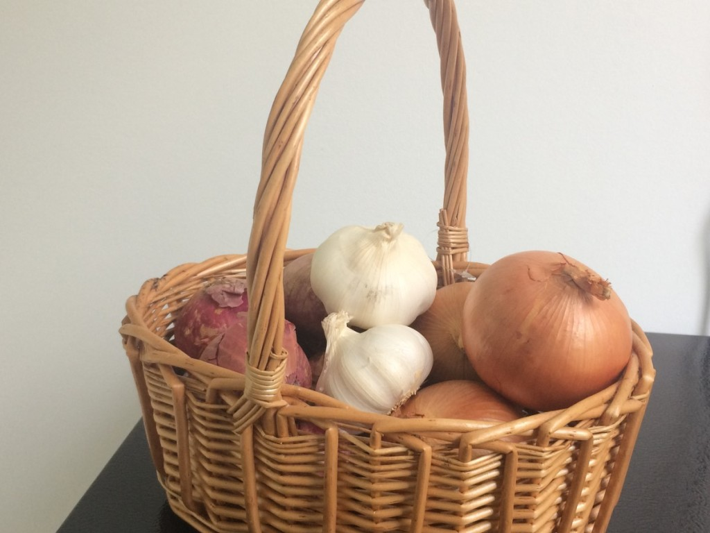 Onions that commonly used in kitchen and store in basket